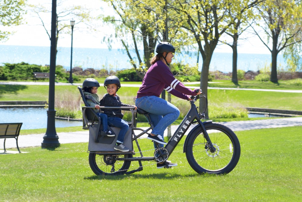 Mother and two children riding Flyer L885 black eBike through the park